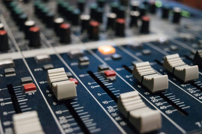 Muzyka elektroniczna – od XIX wieku do czasów współczesnych