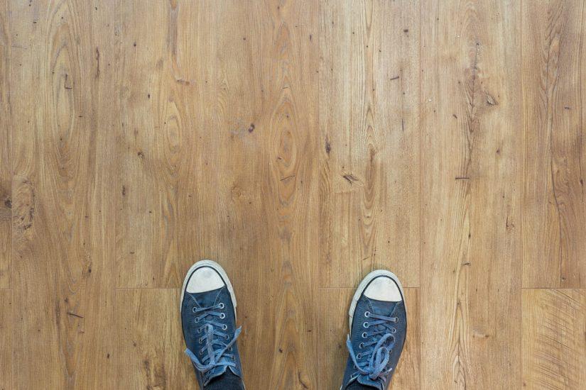 Laminowane, winylowe czy drewniane – jakie panele podłogowe wybrać?